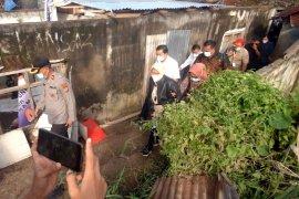 Mensos Tri Rismaharini kunjungi korban banjir Manado Page 3 Small