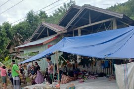 Sebagian pengungsi gempa Mamuju kembali ke rumah