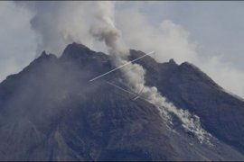 Awan panas guguran Gunung Merapi kembali meluncur delapan kali