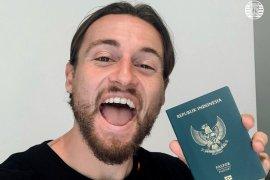 Gelandang Persija Marc Klok bahagia dapatkan paspor Indonesia