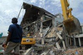 Pembersihan puing bangunan pasca gempa bumi Sulbar