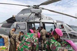 Dua helikopter bantu distribusi bantuan untuk pengungsi di lokasi terisolir Sulbar