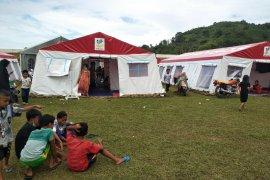 Warga korban gempa Mamuju masih trauma tinggal di dalam rumah
