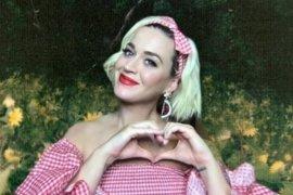 Katy Perry bawakan lagu berjudul  Firework di pesta pelantikan Joe Biden