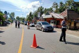 Polres Padang Pariaman mulai alihkan jalan di jembatan Titian Panjang Kayu Tanam
