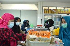 Unhas salurkan satu ton ayam palekko dan telur ke Sulawesi Barat