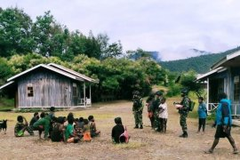 Satgas Yonif 500/Sikatan layani kesehatan warga Kalome di Puncak Jaya