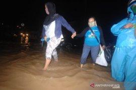 Minahasa Tenggara kirim bantuan atasi bencana di Manado