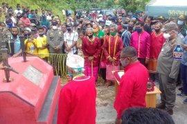 Bupati Malra hadiri upacara perdamaian  warga dua desa Ohoira dan Ohoiren