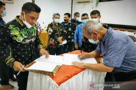32 perusahaan bergotong-royong perbaiki jalan pelosok Kotim