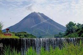 Gunung Merapi 17 kali meluncurkan guguran lava pijar