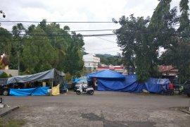 Warga korban Gempa di Mamuju masih bertahan di tenda-tenda darurat