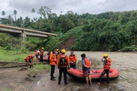 Tim SAR Gabungan sisir sungai cari anak hanyut