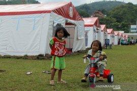 Pengungsi korban gempa bumi Sulbar Page 2 Small