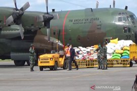 Polri salurkan 174 ribu paket sembako dan uang untuk Sulbar dan Kalsel