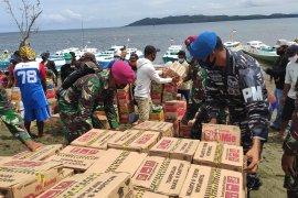 Perahu nelayan padati Lanal Mamuju untuk ambil bantuan logistik terkait gempa