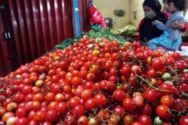 Omzet penjualan sayuran di Pasar Jatimulyo Lampung anjlok