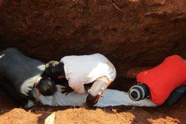 Warga bongkar makam jenazah suspek COVID-19