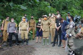 Bupati Sitaro kunjungi lokasi terdampak banjir bandang