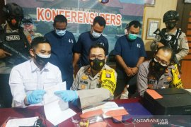 Polisi  tangkap tiga sekawan pemalsu surat hasil tes cepat COVID-19