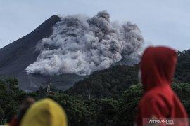 Awan panas Merapi mencapai 2.000 meter, BPBD Sleman evakuasi warga Turgo