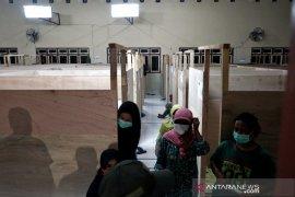 BPBD Sleman mengevakuasi warga rentan lereng Merapi ke barak pengungsian