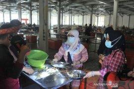 Pasar ikan modern Palembang sepi Page 1 Small