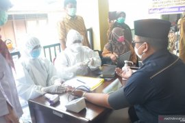 Alami hipertensi, Ketua DPRD Tanah Datar gagal divaksin pada tahap pertama