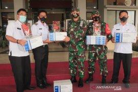 Pemkot Payakumbuh serahkan bekal Randang untuk prajurit TNI yang Pamtas RI-PGN