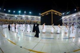 Jamaah laksanakan Tarawih di Masjidil Haram dengan prokes