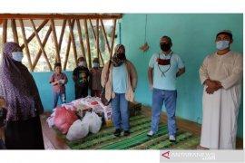 LKBN ANTARA berbagi bersama santri di kaki Gunung Sibayak