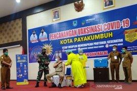 Tensi darah sempat tinggi, Wali Kota Payakumbuh tetap ingin divaksin COVID-19