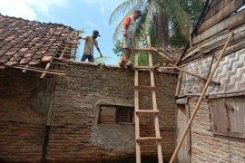 Sejumlah rumah warga di Kabupaten Pesawaran rusak akibat puting beliung
