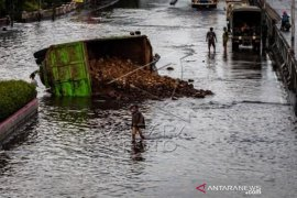 Banjir Masih Merendam Jalur Pantura Semarang