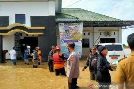 Banjir di Karawang, 8.648 orang mengungsi