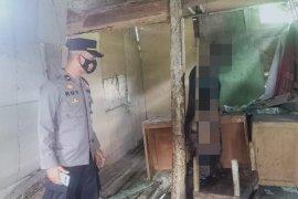 Ditemukan mayat  tergantung dalam kondisi membusuk di Lubuk Selasih