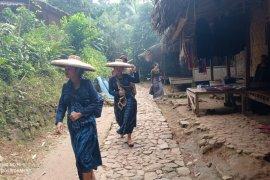 Tokoh Baduy Dalam sebuy ritual Kawalu wajib dilaksanakan