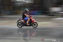 BMKG memprakirakan hujan bakal lebat turun di sebagian wilayah Indonesia