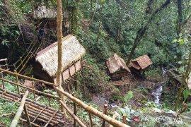 Objek wisata rumah Pohon Donggala Page 2 Small