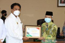 Pemkab Sangihe dan FKUB terima Harmony Award 2020 dari Kemenag