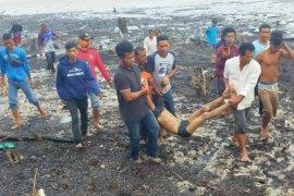 Dihantam gelombang, satu ABK pembawa pasir di Bengkalis tewas