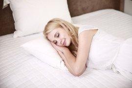 """Manfaat tidur untuk kulit tempak bercahaya alias \""""glowing\"""""""