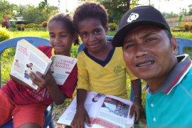 Mengenal Bripka La Amin pustakawan warga Keerom