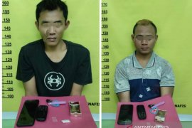 Dua pemuda Kuansing pengedar narkoba diamankan polisi, sabu sempat dibuang