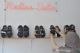 Sepatu sandal berbahan jumputan Palembang Page 3 Small