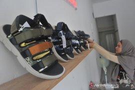 Sepatu sandal berbahan jumputan Palembang Page 4 Small