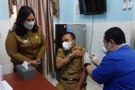 Plh Bupati Lampung Tengah terima vaksinasi COVID-19 tahap kedua