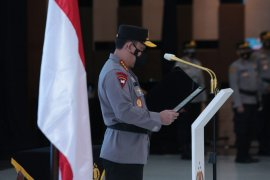 Kapolri  minta Kabareskrim baru Komjen Agus Andrianto tegakkan hukum berkeadilan