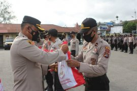 Polisi mulai salurkan bantuan sembako presiden untuk warga Sumba