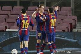Dua gol Messi bawa Barcelona kembali ke posisi ketiga